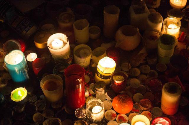 Bougies après les attaques du 13 novembre 2015