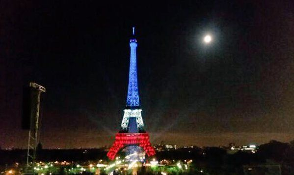 Tour Eiffel bleu blanc rouge (capture d'écran Twitter)