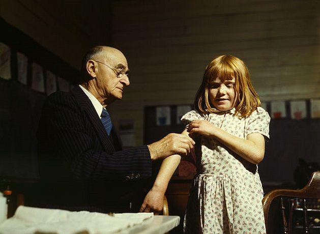 Vaccination dans une école au Texas en 1943