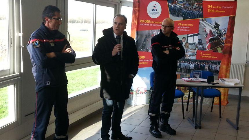Bruno Meunier, président du SDIS du Cher aux côtés des responsables des pompiers