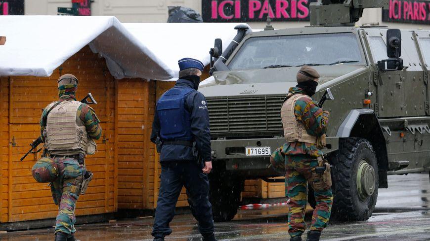 Des forces de l'ordre patrouillent dans le centre de Bruxelles