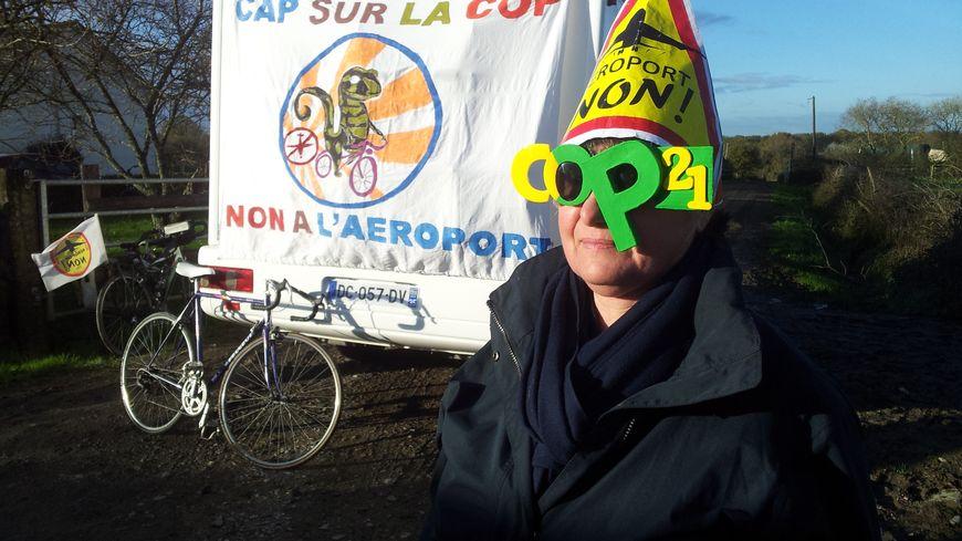 Un convoi de vélos et de tracteurs rejoint Paris pour la COP21.