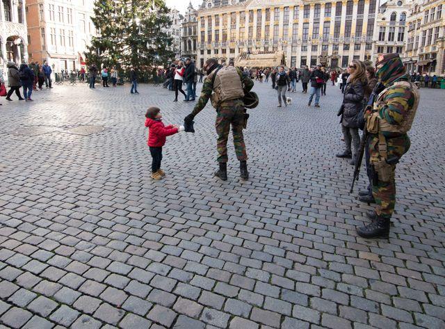 Des dizaines de militaires patrouille dans Bruxelles