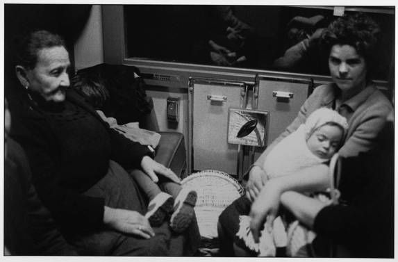 Immigrés portugais, train Hendaye-Paris, 1965