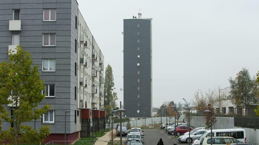 Des immeubles HLM aux Mureaux le 26 octobre 2015