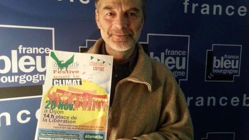 Jean marc convers membre d'Alternatiba Dijon avant la marche samedi 28 novembre