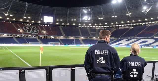 Des policiers dans le stade d'Hanovre où le match amical Allemagne/Pays Bas a été annulé le 17/11/2015