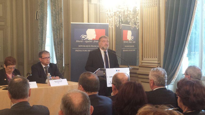 Christophe Bay s'adresse aux maires de Dordogne venus très nombreux.