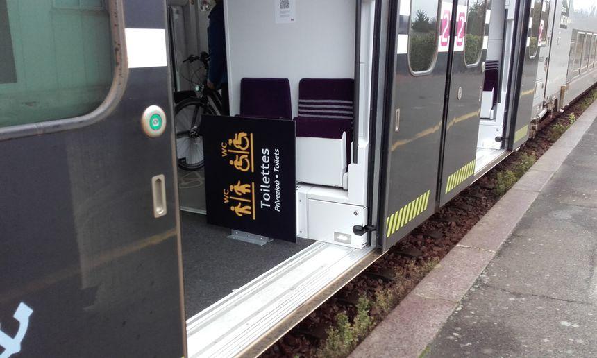 Kaset eo bet panelloù ti-gar Plouaret da Roazhon gant an tren