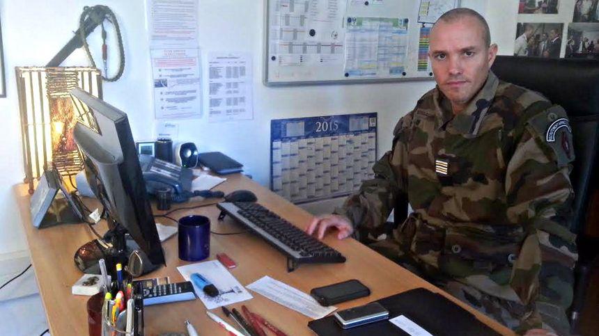 Le lieutenant-colonel Kenani gère les recrutements au CIRFA de Marseille.