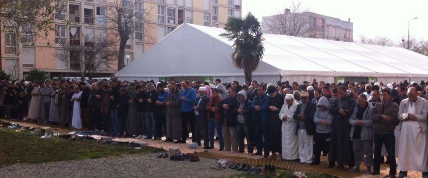 la prière hommage à la mosquée du Mirail