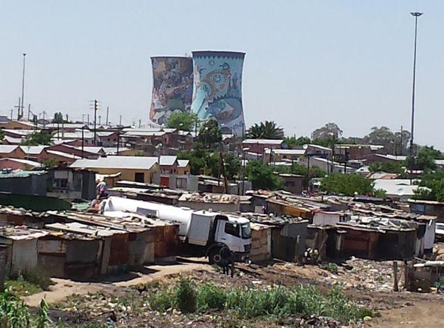 L'ancienne centrale à charbon Orlando est devenue un bâtiment emblématique de Soweto dans la banlieue de Johannesburg