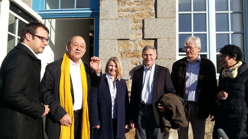 Jean-Yves Le Drian rencontre ses amis et colistiers à Lamballe