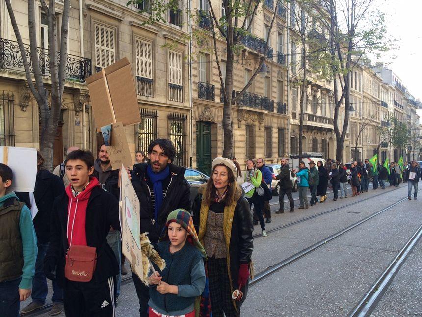 La chaîne humaine boulevard Longchamp à Marseille