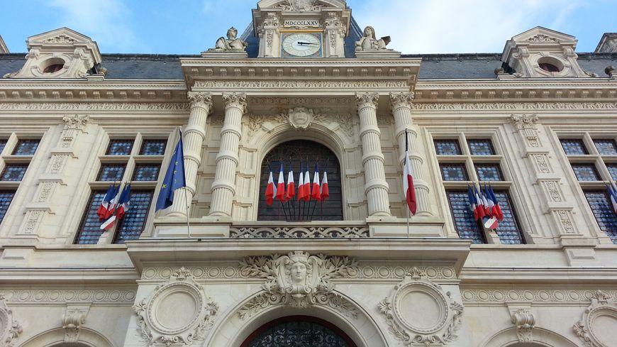 Les entrées de l'hôtel de ville seront contrôlées