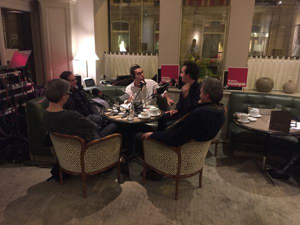 Lionel Esparza avec ses invités au Relais Bedford : Cyrille Dubois, Vincent Dumestre, Pierre Alféri et Gérard Pesson