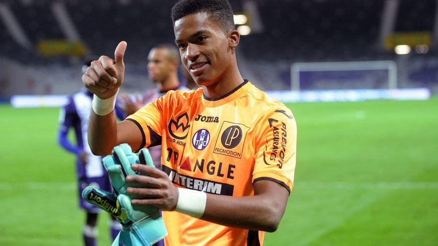 Alban Lafont est devenu le plus jeune gardien aligné en Ligue 1