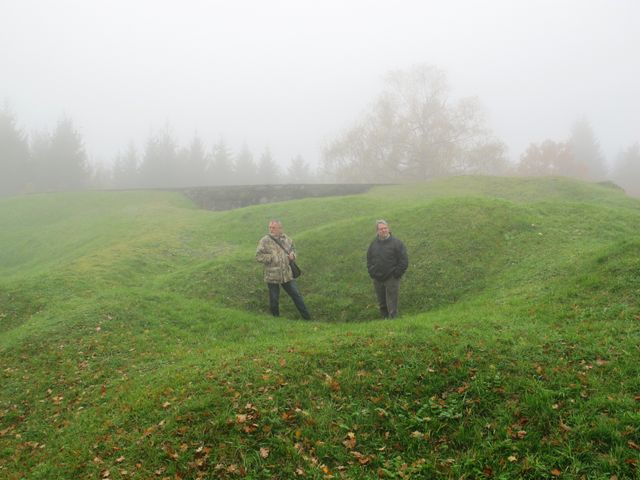 Jean Luc Kaluzko et Jean Luc Demandre dans un trou d'obus