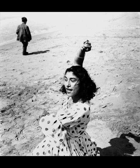 Lucien Clergue Draga en robe à pois, Les Saintes-Maries-de-la-Mer, 1957