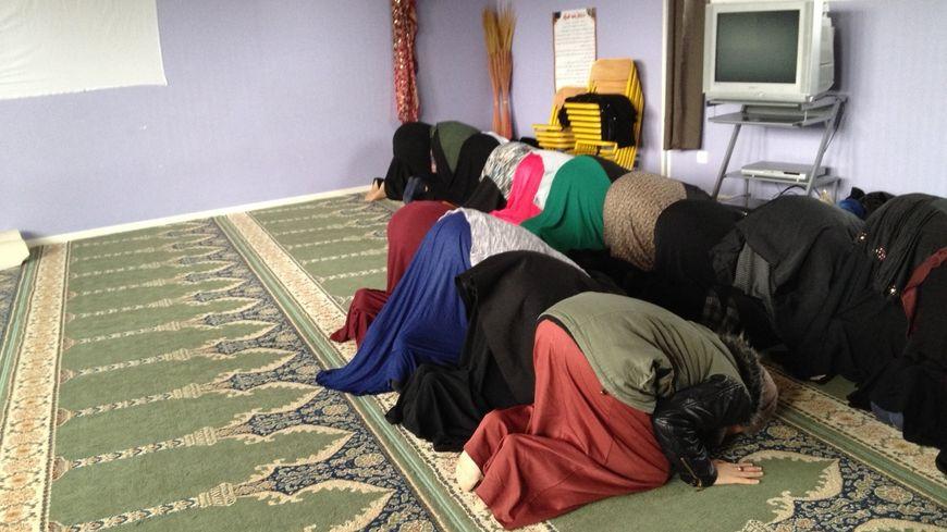 La prière après le prêche de l'imam.