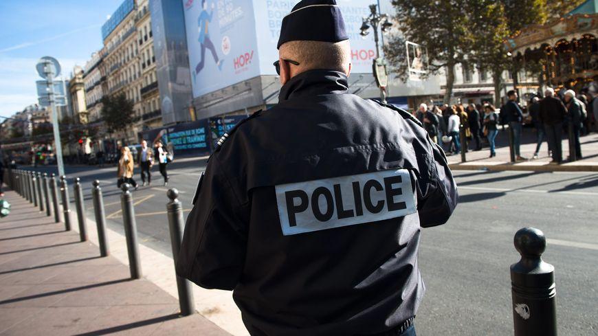 Un policier en patrouille à Marseille, le 15 novembre 2015