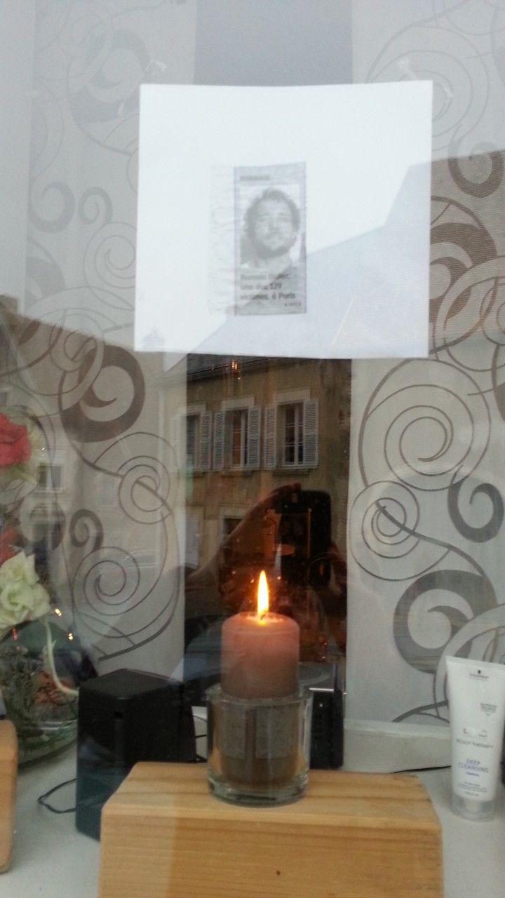 La coiffeuse du village rend hommage à Romain