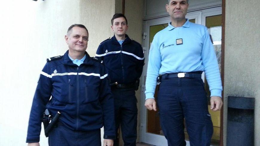 Les réservistes André et Michaël, et le lieutenant-colonel Le Querrec