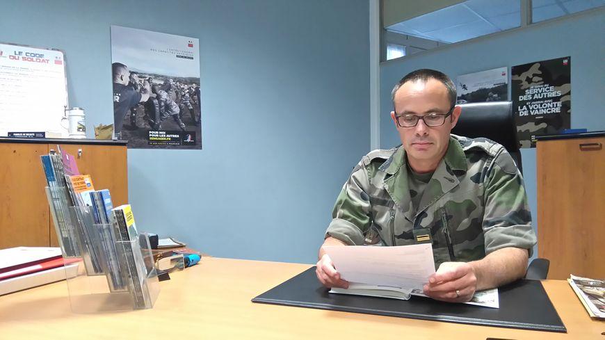 Le major Patrick Davos, chef du centre de recrutement de l'armée à Limoges