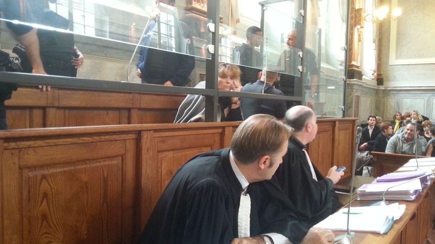 Karine Barboure muette derrière ses deux avocats