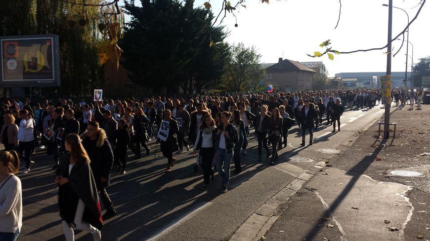 Plusieurs milliers de personnes ont défilé en silence pour Grégory