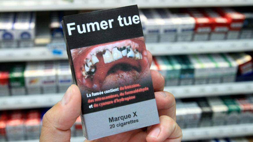 Un paquet de cigarettes neutre