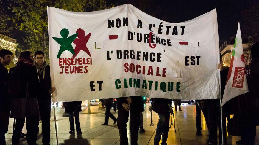 Rassemblement à Paris le 26 novembre contre l'interdiction de manifester.