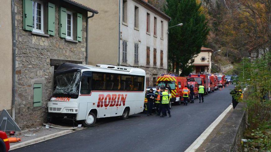 Accident de minibus scolaire à Saint-Floret