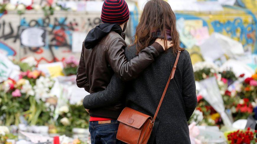 Recueillement à Paris après les attentats