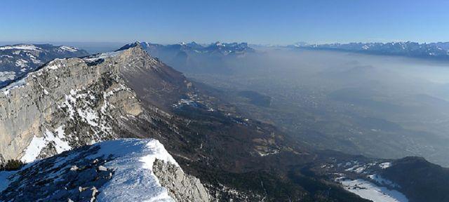 La vallée de l'Isère et Grenoble sous un nuage de pollution