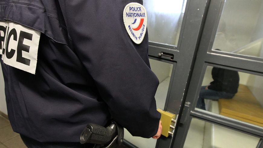 Dans un commissariat de police