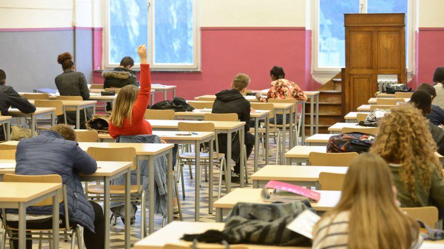 Deux des enfants seront inscrits au collège, les deux cadets en primaire.