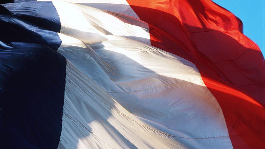 Le Président appelle les Français à hisser un drapeau tricolore