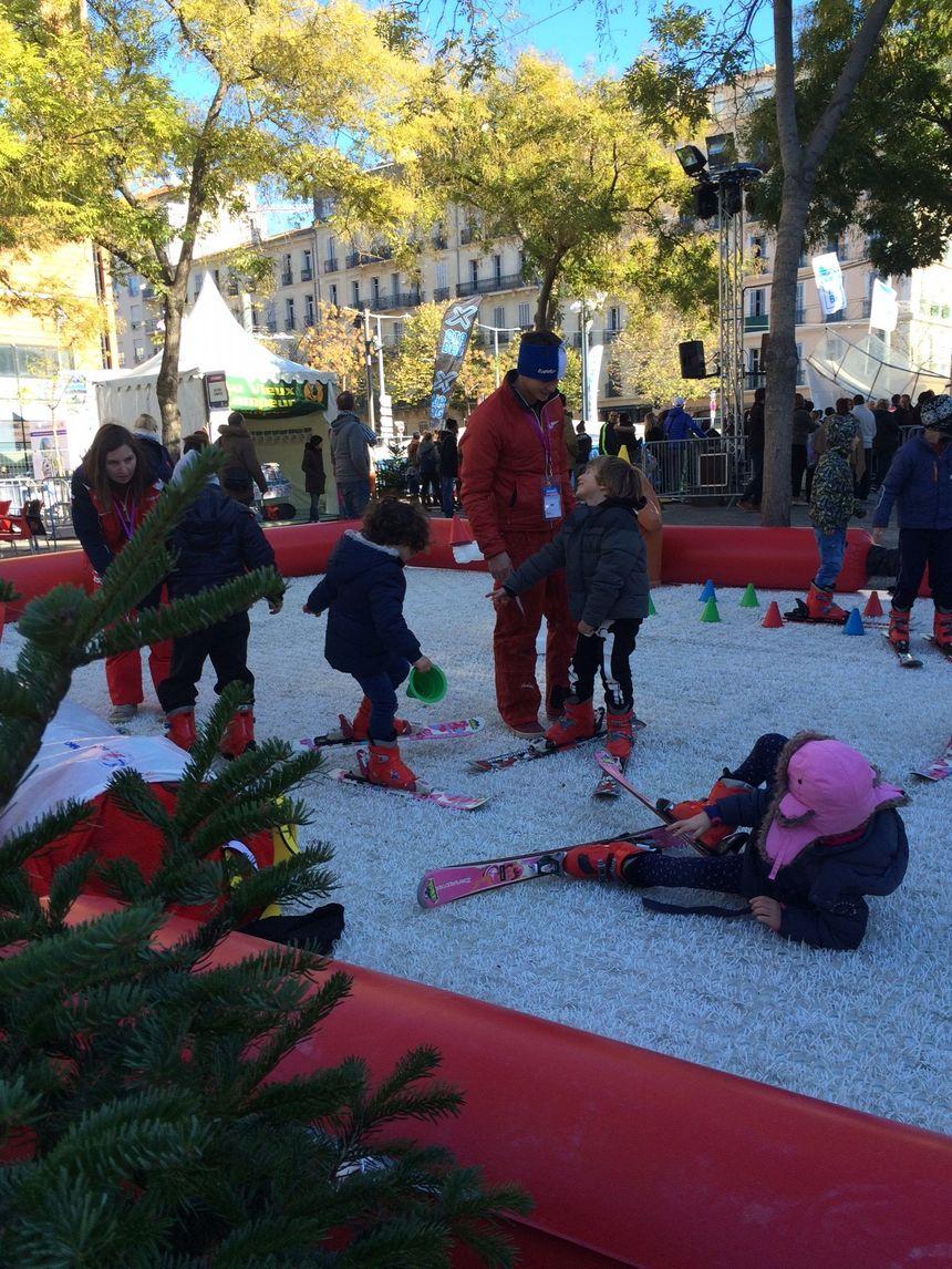 A la découverte du ski, place de la Joliette, à Marseille