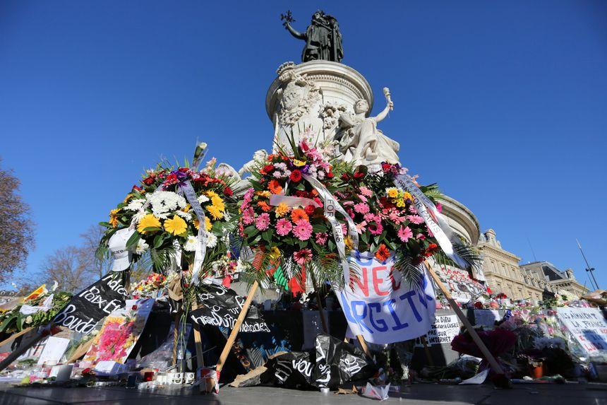 La place de la Bastille, une semaine après les attentats