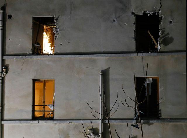 LA façade de l'immeuble pris d'assaut par les forces du Raid à Saint-Denis