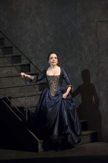 Dominique Blanc dans le rôle de Mme de Merteuil - Les Liaisons dangereuses - mise en scène, Christine Letailleur