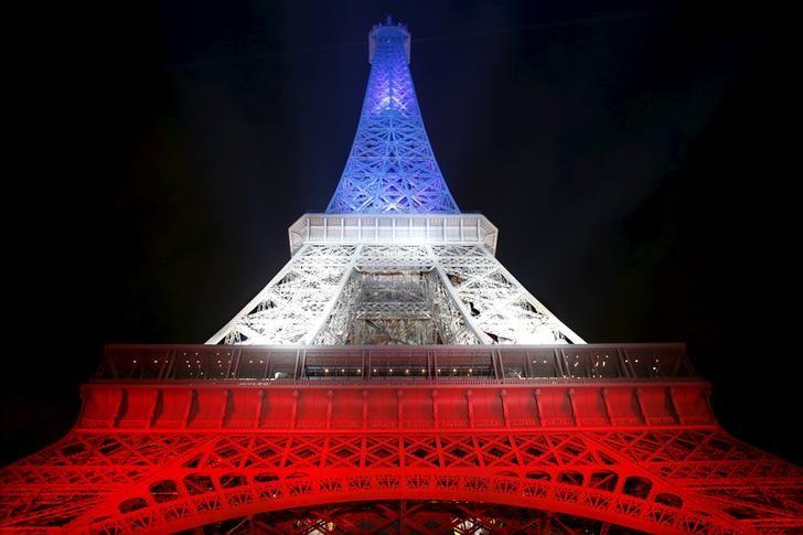 La Tour Eiffel en Bleu Blanc Rouge
