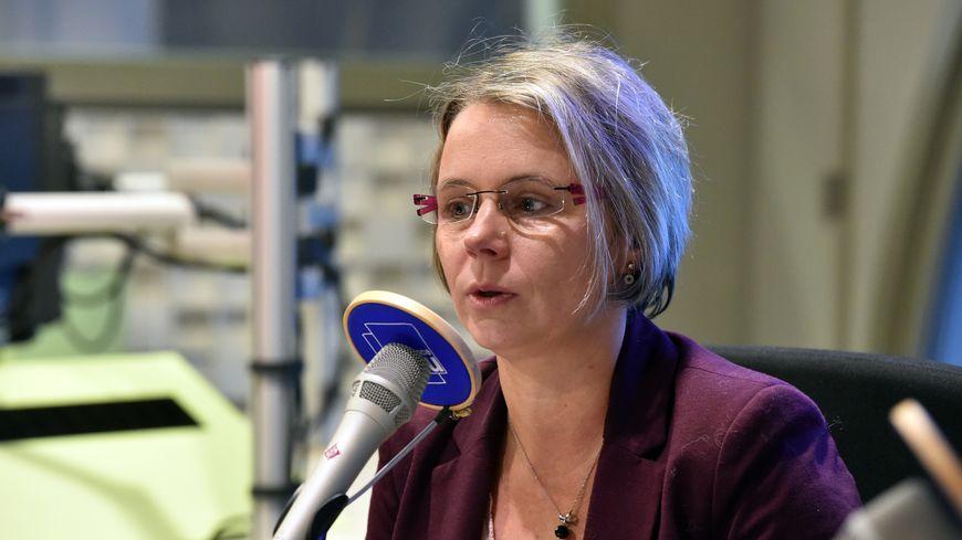 Cécile Cukierman dans les studios de France Bleu Saint-Étienne Loire