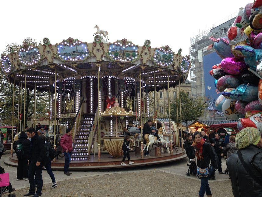 Le carrousel tournait dans les allées de Tourny