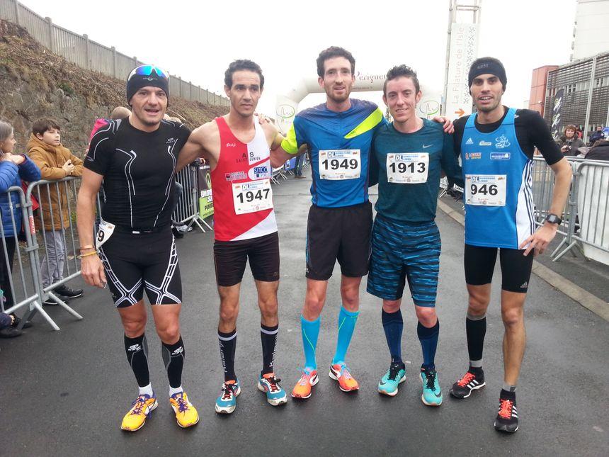 Kamal Saïd (2ème depuis la droite), Benjamin Malaty (au centre) et Yoann Kowal.