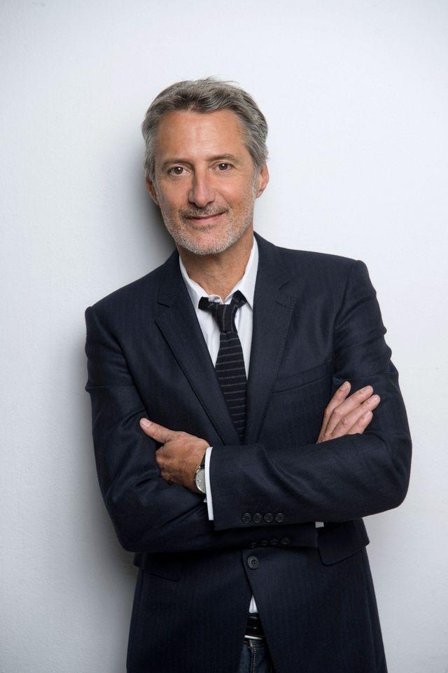 Antoine de Caunes, présentateur de L'EMISSION D'ANTOINE