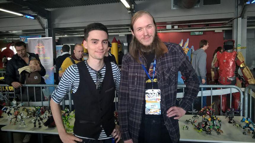 Henri, AFOL de 24 ans à droite et son ami