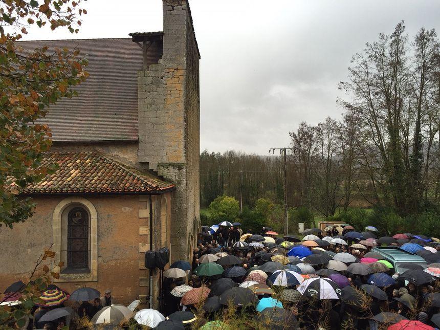 La foule réunie au Coux pour un adieu à Maxime Bouffard