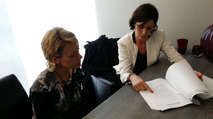 L'enseignante menacée  et son avocate Pauline Manesse